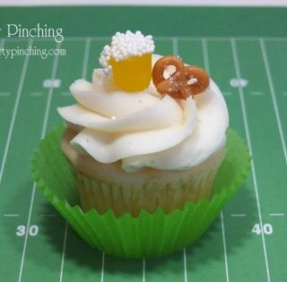 Super Bowl cupcake, football cupcakes, cute cupcake for sports, fun and easy dessert ideas, beer & pretzel cupcake made of candy, fun food, sweet treats, man cupcake, man cave food, Super Bowl food ideas