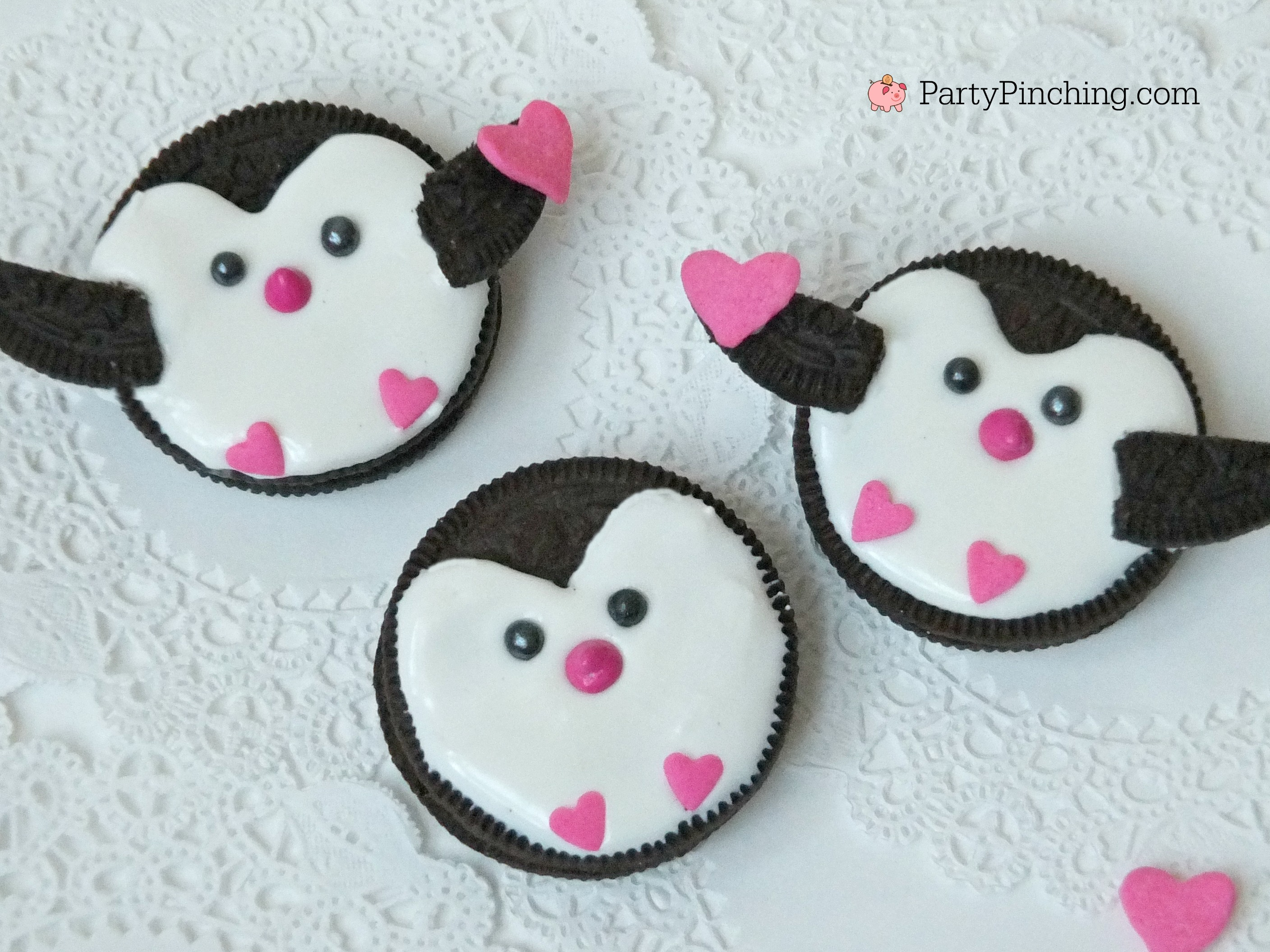 Penguin Oreo Cookies, cute Valentine's Day cookies, Oreo Penguin cookies, easy Valentine cookie ideas for kids, sweet treats for Valentine's day party class party food, fun food penguins