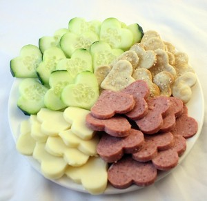 heart cheese crackers meat and cucumber, heart meat and cheese platter, heart vegetable platter, healthy Valentine's day platter for kids class party