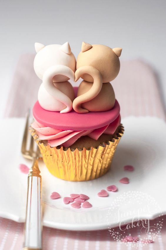 Cat heart tail cupcake, adorable cute Valentine's Day cupcake dessert treat, cute Valentine's Day ideas