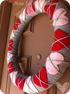 Argyle heart wreath craft, cute wreath for Valentine's day, easy craft ideas