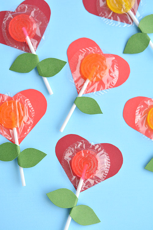 Lollipop heart craft, cute Valentine's DIY idea for kids, Valentine's day craft for class party