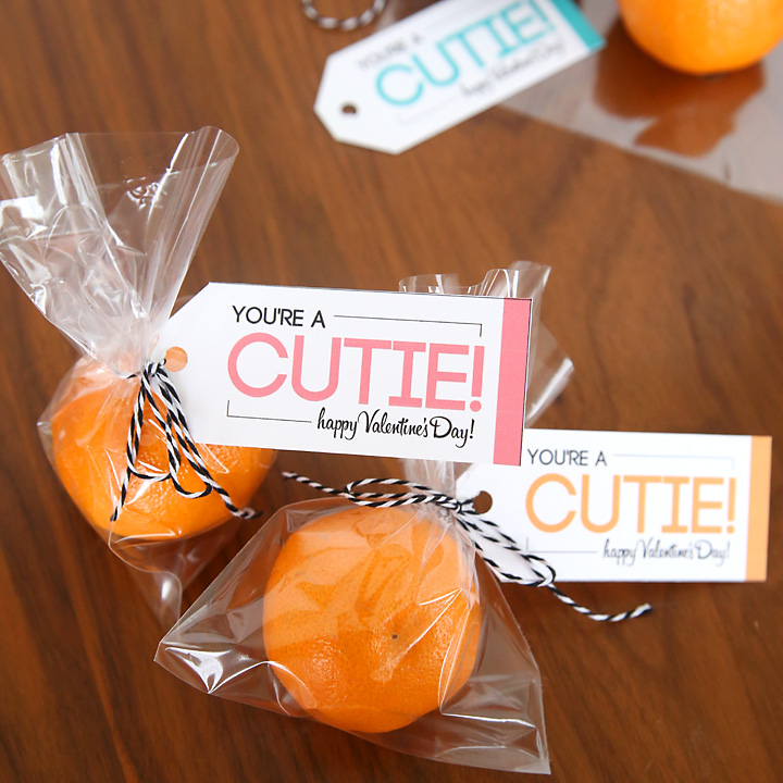 cutie Valentine's day clementines tangerines, fruit Valentines DIY, printable tag for Valentine's day class party ideas, fun food for kids, cute food