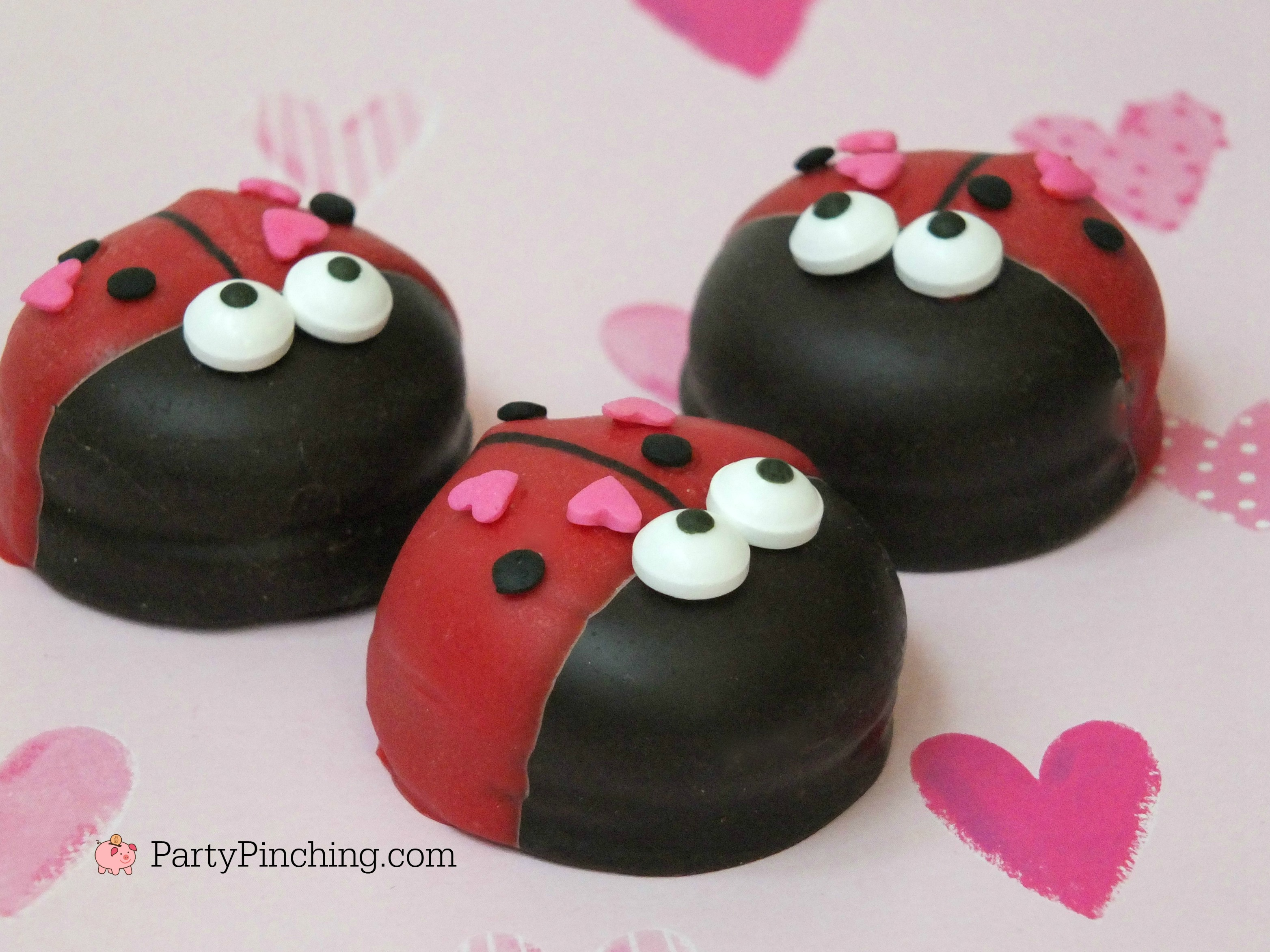 Valentine's Day love bug Mallomar cookies, cute cookies for Valentine's day, adorable treat ideas for kids Valentine's party