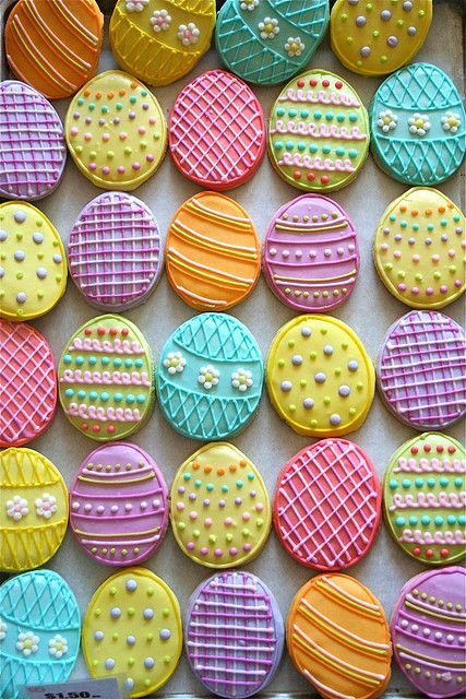 Best Easter food and craft ideas, pretty icing decorated Easter egg sugar cookies