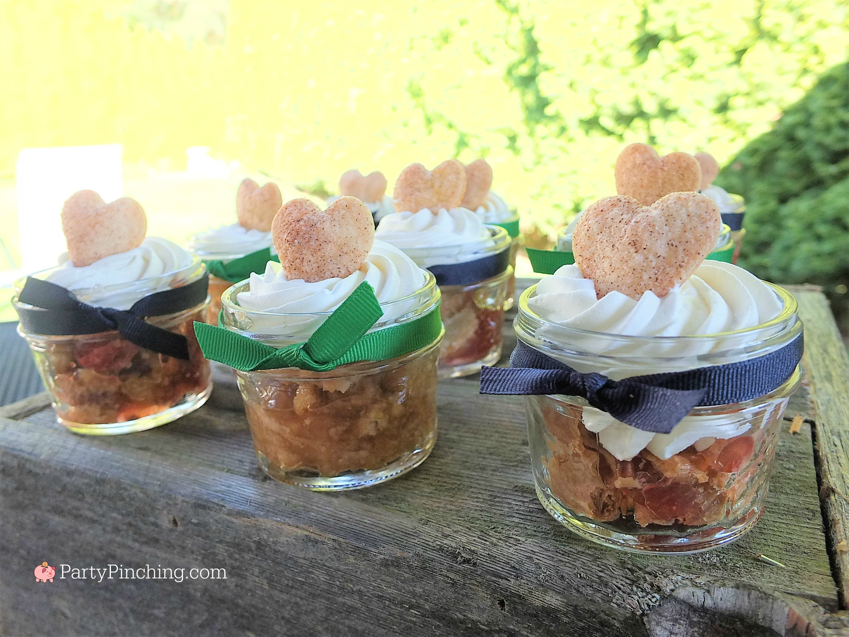 mini pies in a jar, mason jar pies,cute pies, cutie pies, easy pies, refrigerated pie crust, easy dessert, easy pies, apple rhubarb pie