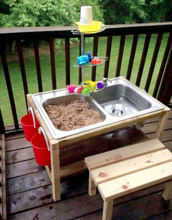 sand water diy pallet play set, awesome ideas to keep kids busy summer, backyard party ideas , Best summer backyard games and outdoor activities for kids, diy summer projects for kids,fun ideas for kids summer , fun summer ideas for children, lots of summer activities for kids, outdoor games for summer
