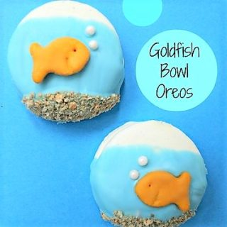summer fun treat ideas, Goldfish bowl oreos, fun food for kids, sweet treats, goldfish crackers, cute oreo, goldfish cookies, summer dessert ideas, easy summer cookies