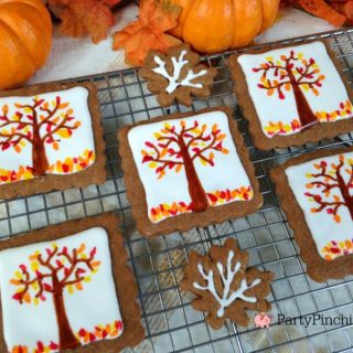 Thanksgiving gingerbread cookies, leaf cookies, leaf gingerbread cookies, autumn Fall cookies, easy Thanksgiving dessert ideas, fun food for kids, cute food, pretty Thanksgiving dessert