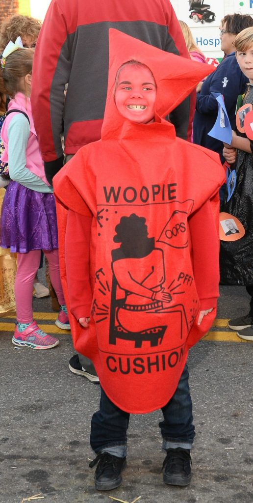 DIY woopie whoopie cushion costume,  DIY cute easy baby costume for kids, cutest easy DIY costumes for children, kids, babies