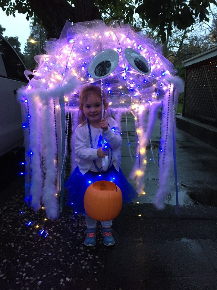 DIY jellyfish umbrella costume for kids Best Halloween costumes for kids, baby costumes, DIY kids costumes, easy kids costumes to make, adorable and cute Halloween costumes for toddlers and infants, Halloween party ideas