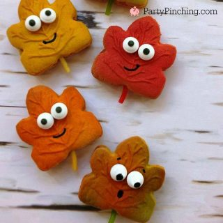 Harvest party, dessert treat ideas for fall autumn, scarecrow cookies, crow cookies, pumpkin marshmallow pops, Thanksgiving treat ideas, cute leaf cookies, maple leaf cookie, decorated leaf fall cookies, crow scarecrow cute craft, cute food, fun food for kids