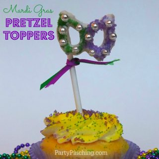 Mardi Gras party ideas, easy Mardi Gras treat dessert ideas, Mardi Gras cupcakes, Mardi Gras Moon pies, Mardi gras cookies, Mardi gras kings cake donut
