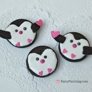 Valentine penguin cookie, cute Valentine's Day oreo, penguin cookies, fun food for kids, cute food, cute penguin, easy and fun Valentine's day dessert, treat snack ideas