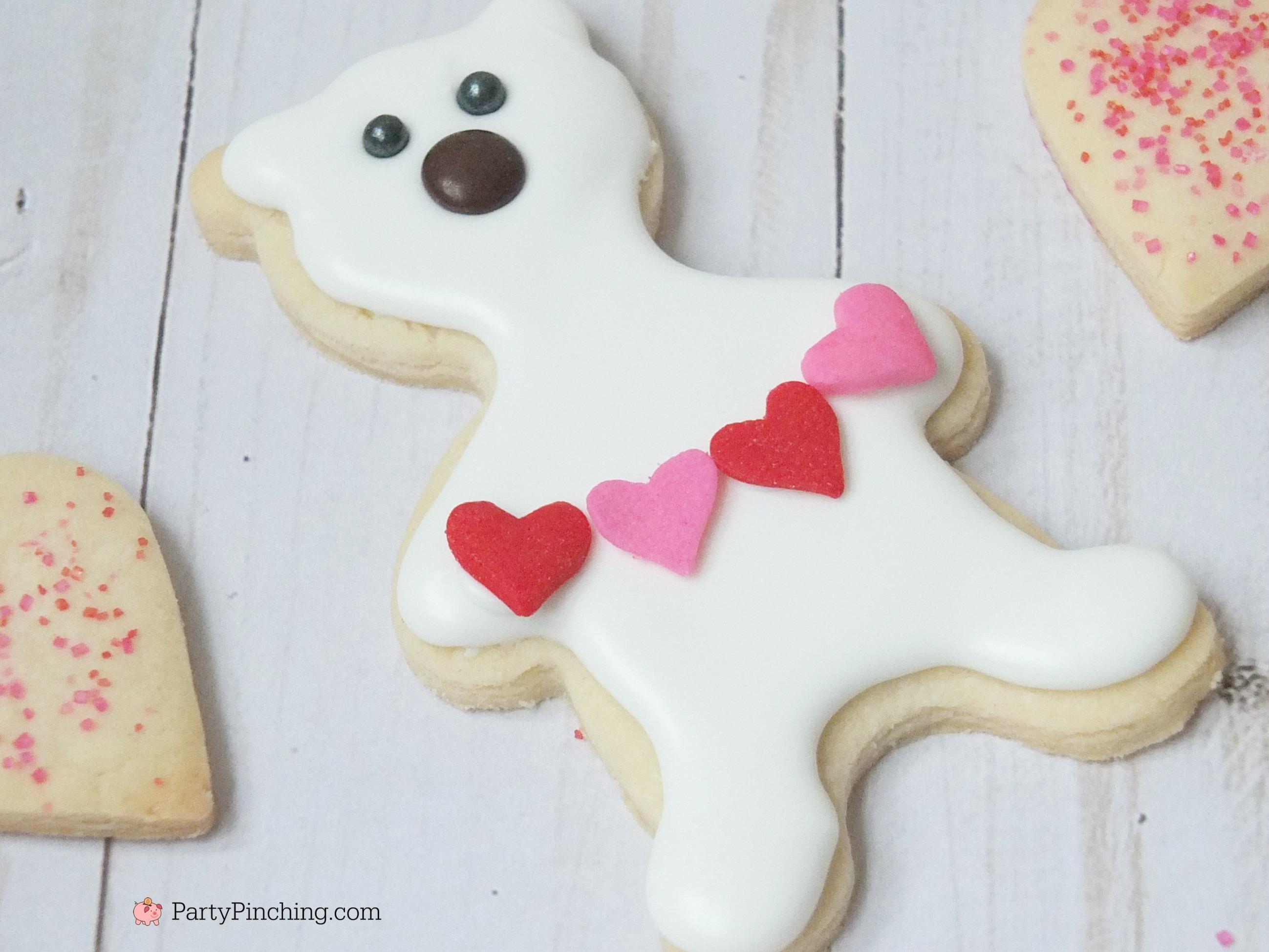 Polar bear cookies, Valentine's Day polar bear cookies, cute cookie ideas for Valentine's Day, polar bear sweater cookie, polar bear heart garland cookie, fun food for kids, cute food ideas, sweet treats