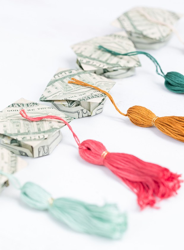 Graduation money origami hat and tassel, Best Graduation gift ideas, fun and easy DIY graduation grad gifts, thoughtful graduation gift, money origami graduation gifts, money gift cards graduation gift ideas