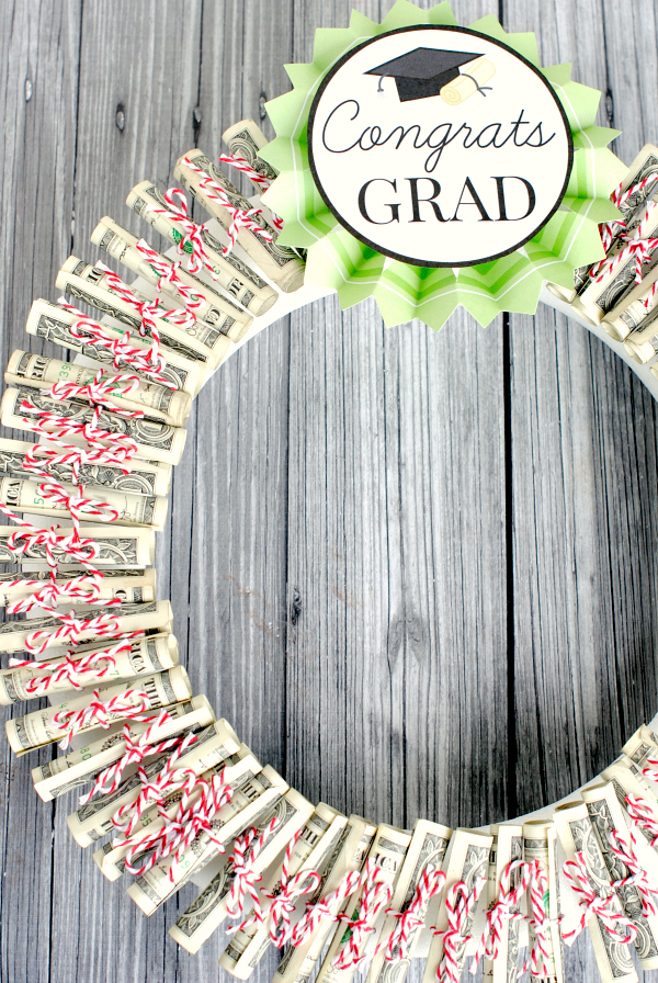 Money wreath, Best Graduation gift ideas, fun and easy DIY graduation grad gifts, thoughtful graduation gift, money origami graduation gifts, money gift cards graduation gift ideas