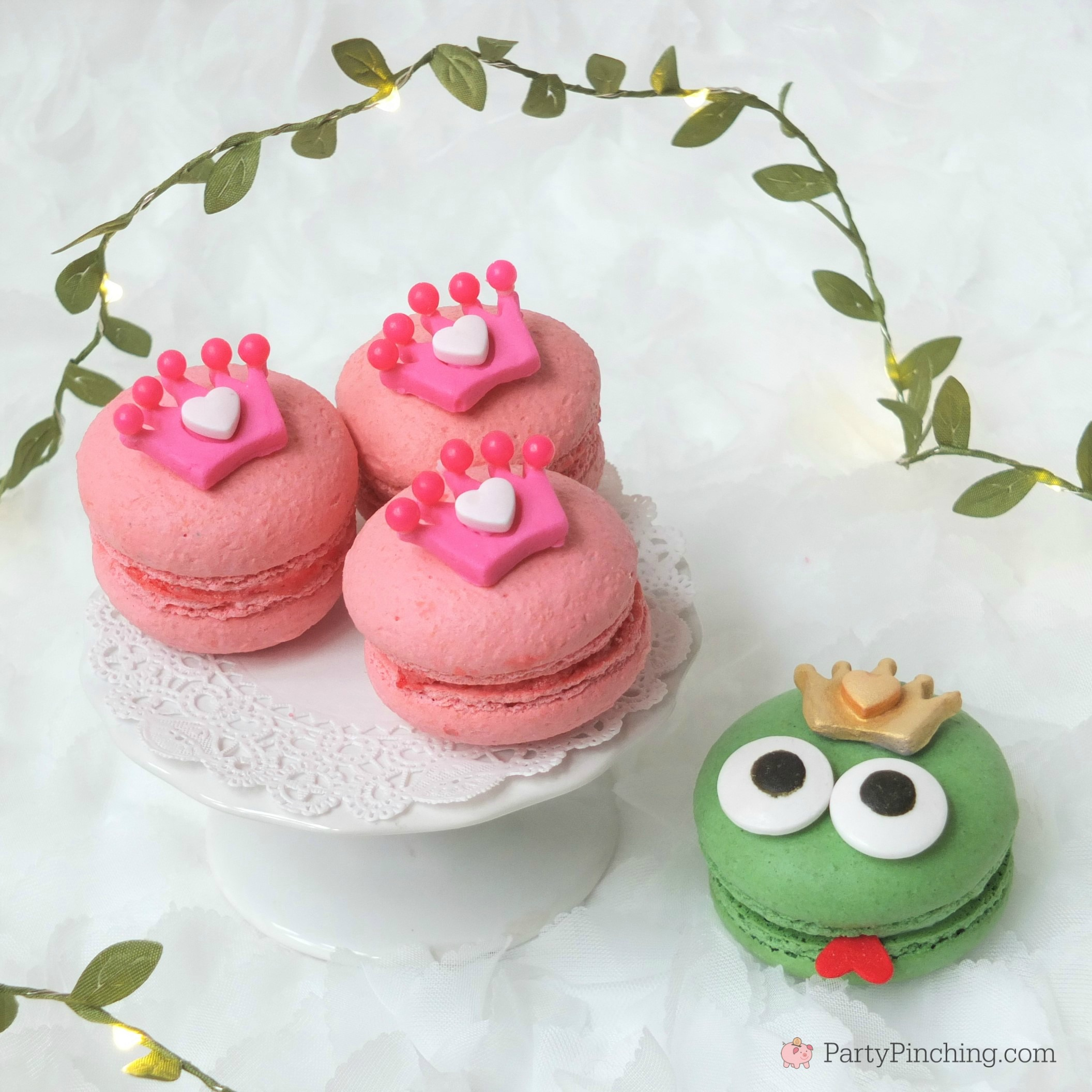princess and frog macarons, cute macarons, princess party food ideas, cute desserts for pink girl party, princess party ideas, adorable dessert ideas, sweet treats, cute food, fun food for kids