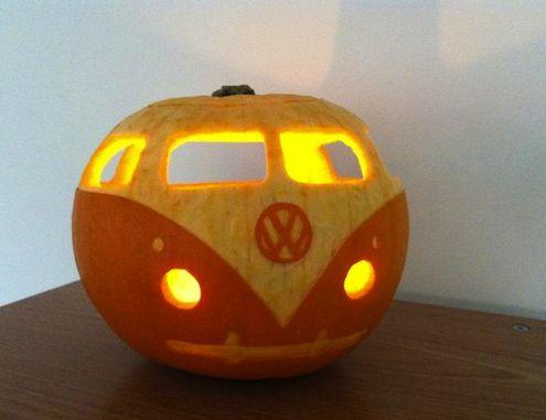 vw bus pumpkin, painted pumpkin, carved pumpkin ideas, Halloween pumpkins, cute pumpkins, pumpkin decorating ideas for kids, easy pumpkin decorating ideas, Halloween party ideas, pumpkin decorating ideas, no-carve pumpkins