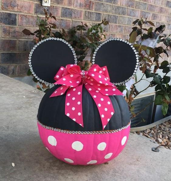 painted pumpkin, carved pumpkin ideas, Halloween pumpkins, cute pumpkins, pumpkin decorating ideas for kids, easy pumpkin decorating ideas, Halloween party ideas, pumpkin decorating ideas, no-carve pumpkins, minnie mouse pumpkin