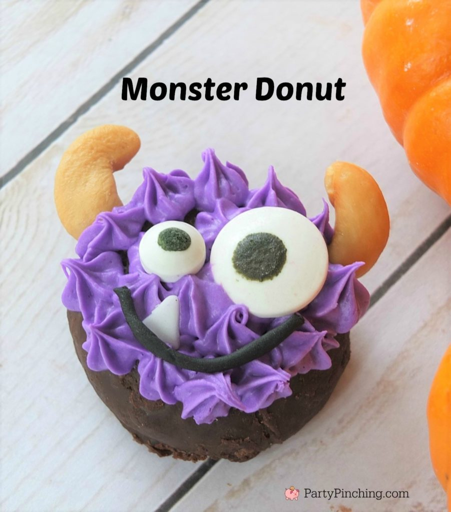 Halloween mini donuts, cute Halloween donuts, spider donut with hat, mummy donut, black cat donut, purple eye monster donut, cute pumpking donut, Halloween class room party ideas, easy Halloween dessert party ideas, Little Debbie double chocolate mini donuts