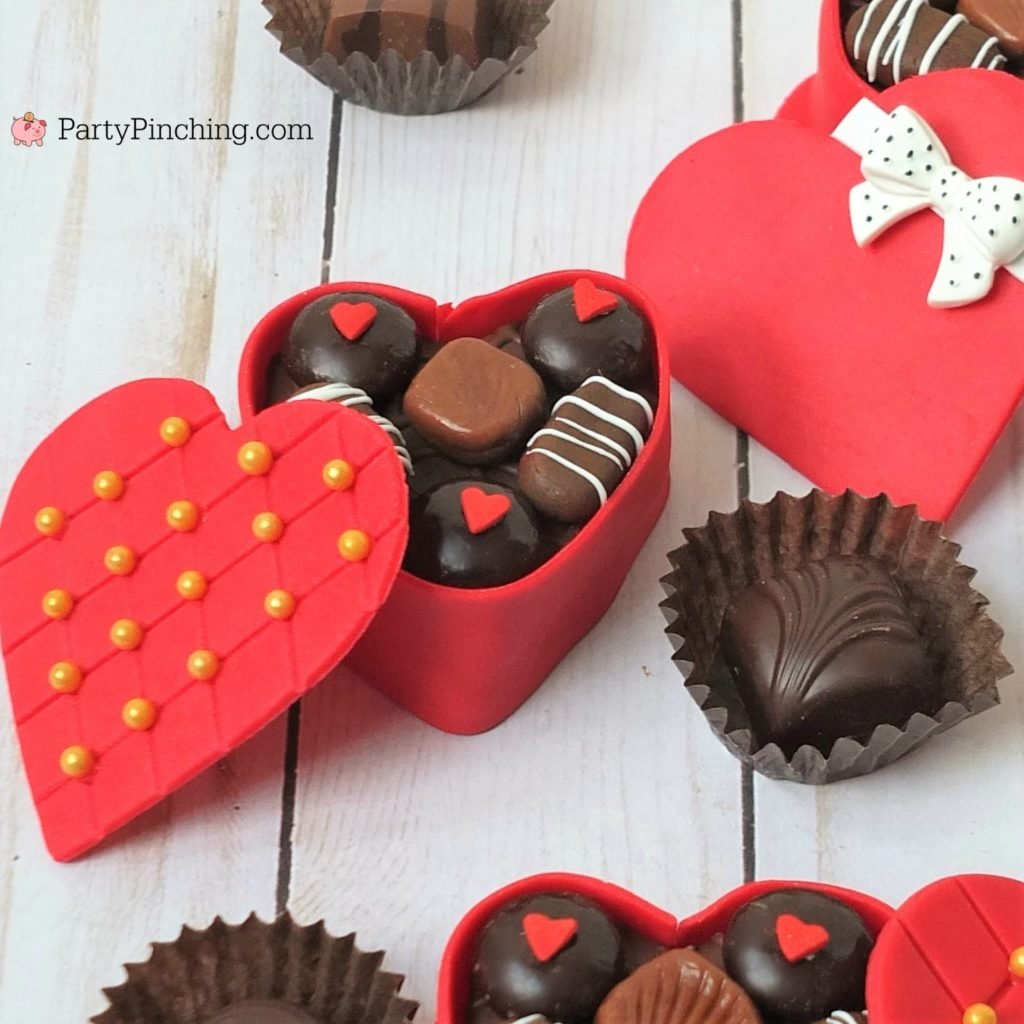 Mini Valentine Candy Box Cakes, cute adorable Valentine's heart candy box cakes, Little Debbie chocolate Be My Valentine Snack cakes, best Valentine's Day dessert food ideas, easy Valentine's day dessert cake cupcake recipe