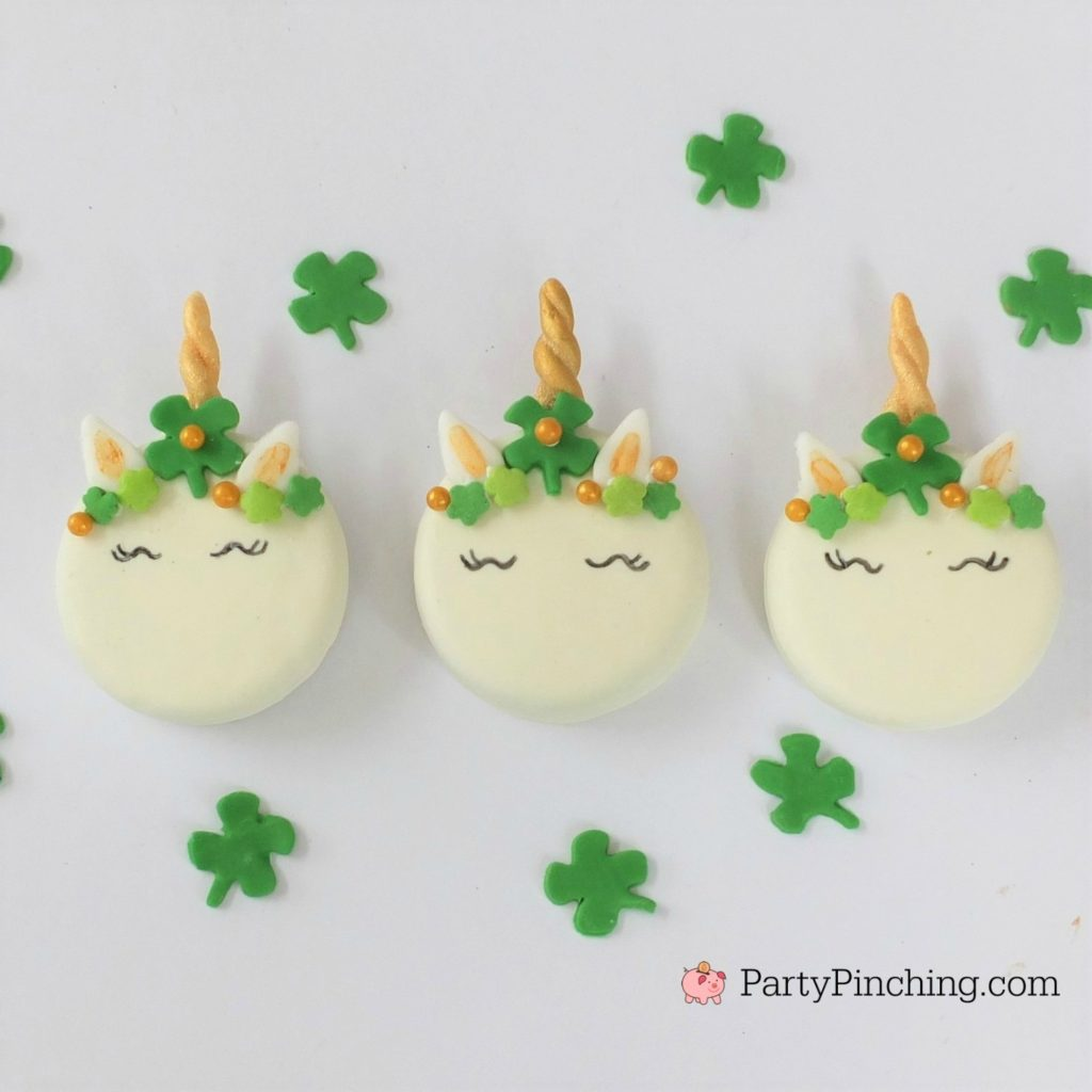 St. Patrick's Day Unicorn Cookie, best St. Patrick's Day food party recipe ideas, Shamrock Unicorn Cookie, St. Patrick's Day Oreo, easy St. Patrick's Day cookie recipe, cute St. Patrick's Day Unicorn Oreo Cookie, unicorn fondant horn tutorial, how to make unicorn cookie step by step