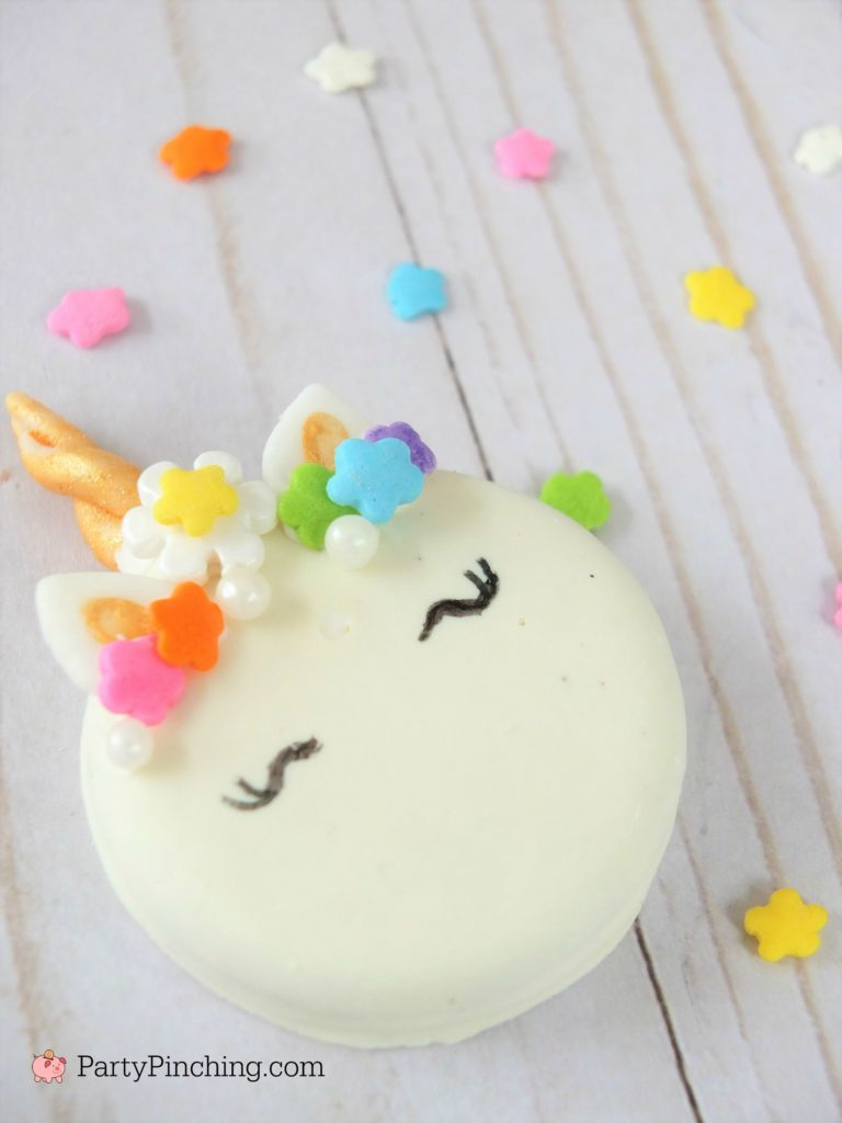 Unicorn Oreo Cookies, easy to make simple Unicorn Cookies, Best unicorn cookie recipe, how to make unicorn fondant horn, step by step tutorial unicorn cookies, rainbow Unicorn cookies