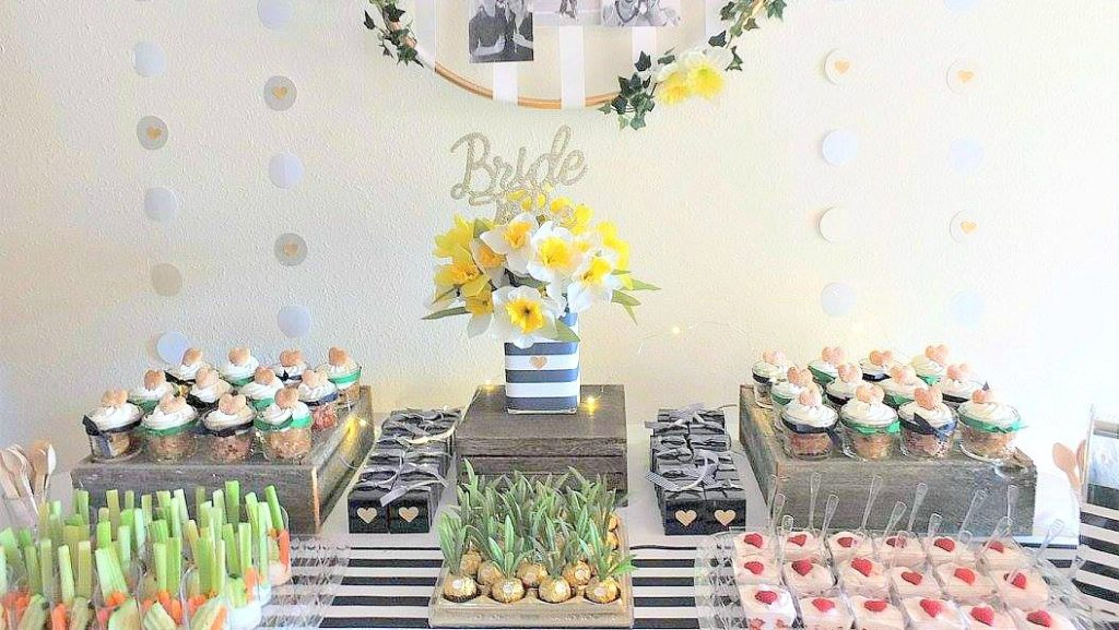 Ferrero Rocher pineapples, cute pineapple candy, pineapple party favor, Hawaiian beach pineapple luau theme party ideas, DIY pineapple candy favor
