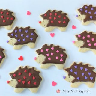 hedgehog cookies, best hedgehog cookie recipe, best Valentine's day cookie recipes, cute adorable Valentine's Day cookies, cute food, fun food for kids, kid friendly food, Valentine food party dessert ideas