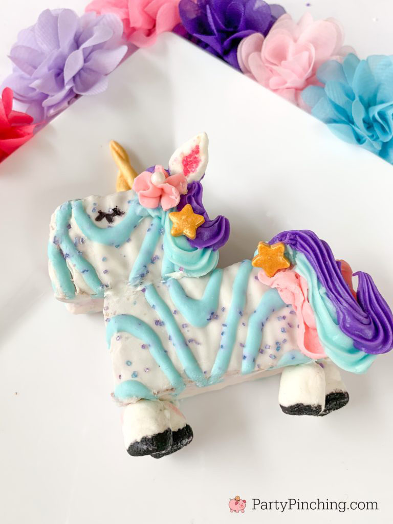 Unicorn Cake, Best Unicorn Cake Recipe, Easy Unicorn Cakes for Kids, No Bake Unicorn Cakes, Unicorn Food, Best Unicorn Party Ideas For Kids, Little Debbie Unicorn Cake,