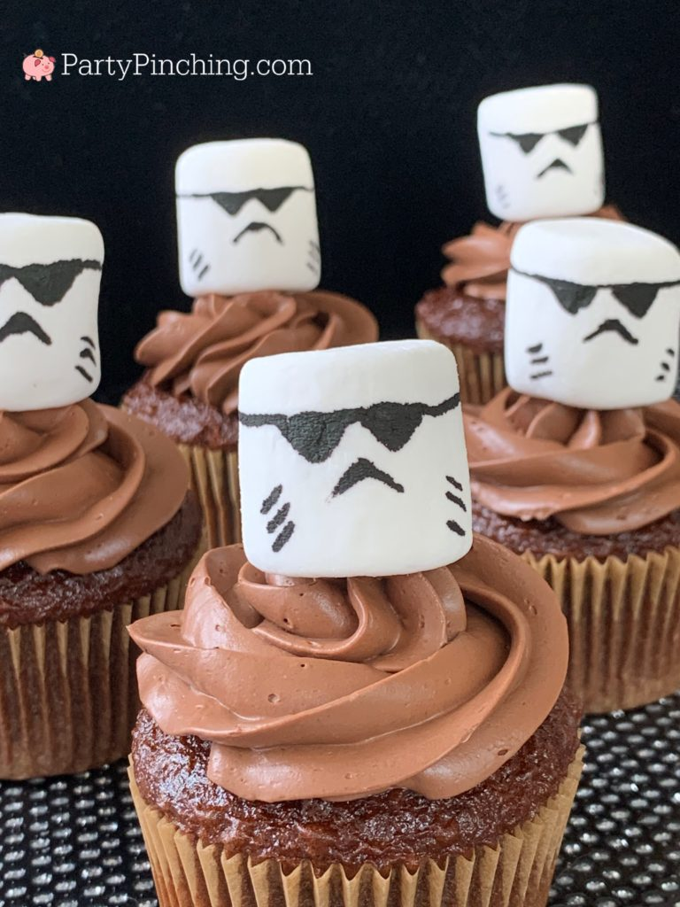 Baby yoda cake, the child cake, Mandalorian cake, Mandalorian child yoda baby cake, best Mandalorian ideas, best Mandalorian baby Yoda party ideas, cute Baby Yoda cake, easy Star Wars Mandalorian food cake ideas, PartyPinching.com, best star wars party ideas, stormtrooper cupcakes