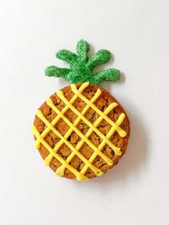 Oatmeal Creme Pie Pineapples, Little Debbie Oatmeal Creme Pies, best pineapple cookie recipe, best beach luau tropical party food dessert ideas