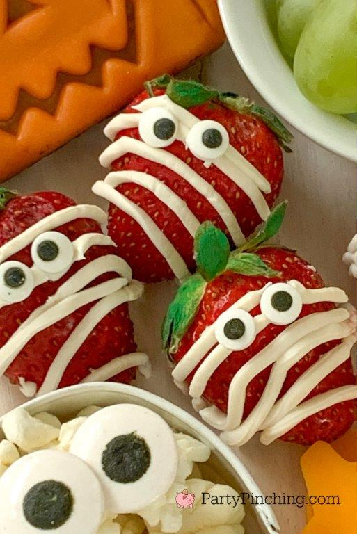 strawberry mummies, halloween charcuterie, spook-cuterie board, best charcuterie board ideas, easy charcuterie board, charcuterie for kids, halloween partie ideas, easy best charcuterie board ideas, healthy charcuterie board for kids