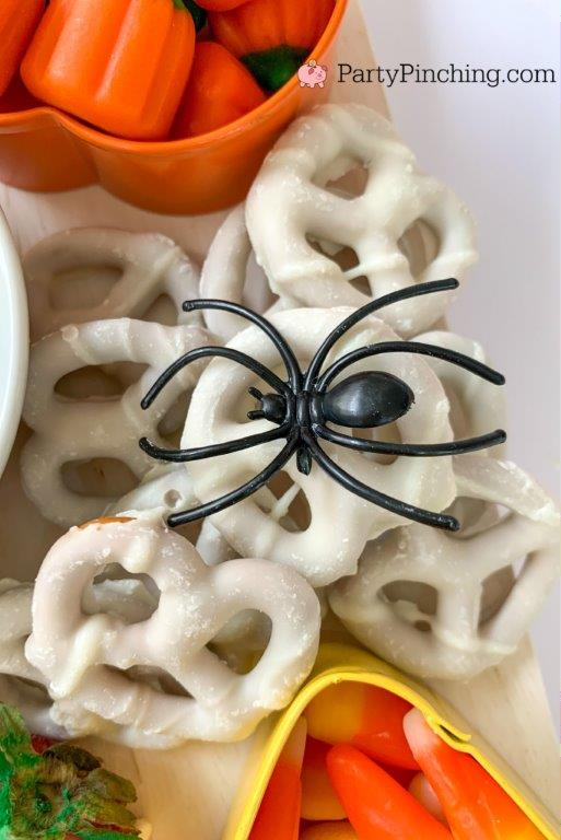yogurt pretzels spider, halloween charcuterie, spook-cuterie board, best charcuterie board ideas, easy charcuterie board, charcuterie for kids, halloween partie ideas, easy best charcuterie board ideas, healthy charcuterie board for kids