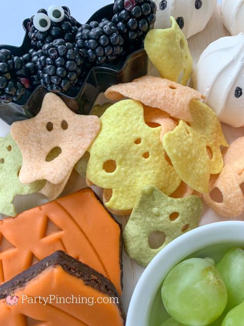Veggie chips halloween bats and ghosts, halloween charcuterie, spook-cuterie board, best charcuterie board ideas, easy charcuterie board, charcuterie for kids, halloween partie ideas, easy best charcuterie board ideas, healthy charcuterie board for kids
